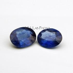 – Zaffiri  trattati mediante riempimento di fessure affioranti con sostanza vetrosa blu al cobalto.  (foto Laboratorio IGI, Milano)